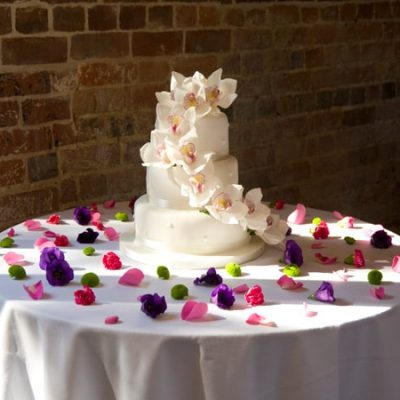 Flower Decorations on Wedding Cakes
