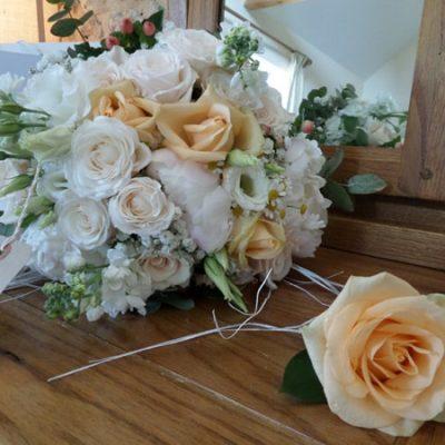 Peaches & Cream Wedding Flower Arrangement