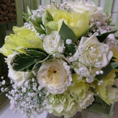 A spring flower wedding table arrangement